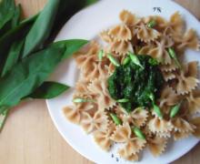 Achtung scharf: Bärlauch-Pesto ohne Schnickschnack   Vegan
