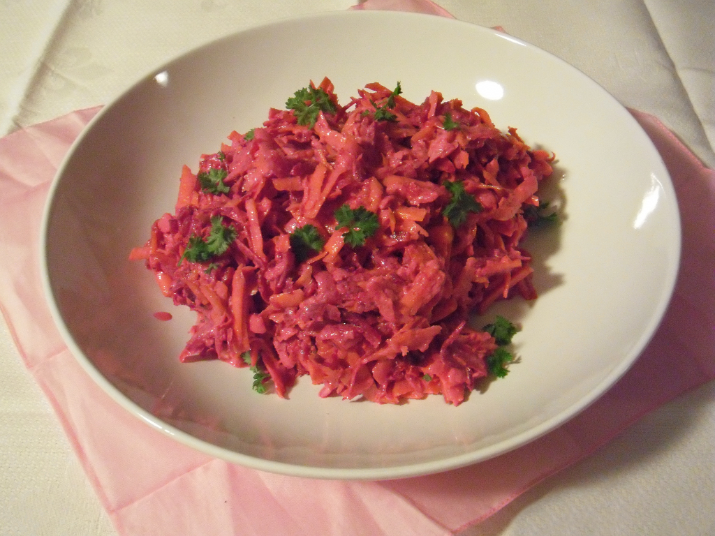 Pink Power Protein Salat mit Quark-Dressing. Low fat