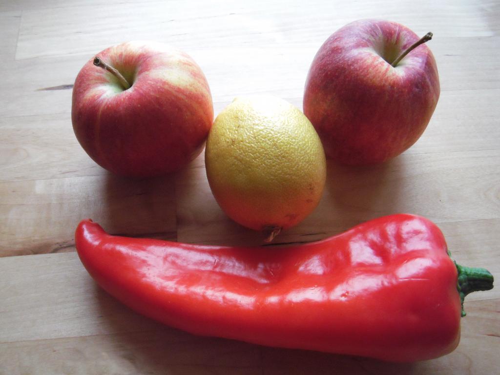 Grinsendes Obst und Gemüse