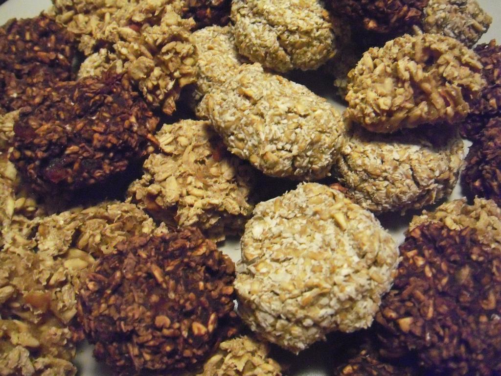 Müsli-Hafer-Kekse in drei Varianten: Apfel-Zimt, Banane-Kokos, Schoko-Dattel