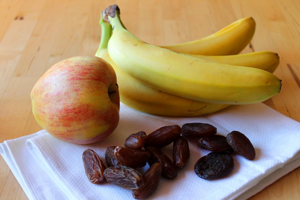 Apfel, Banane, Trockenfrüchte