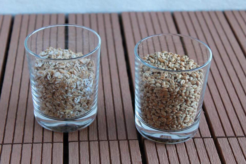 Glas mit ganzen Weizenkörnern, Glas mit kernigen Weizenflocken